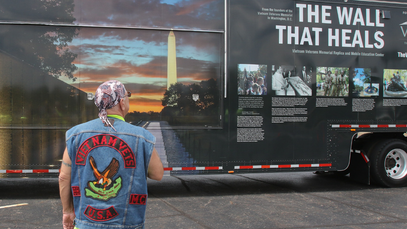 400 cyclists escort Vietnam memorial wall to Warren park
