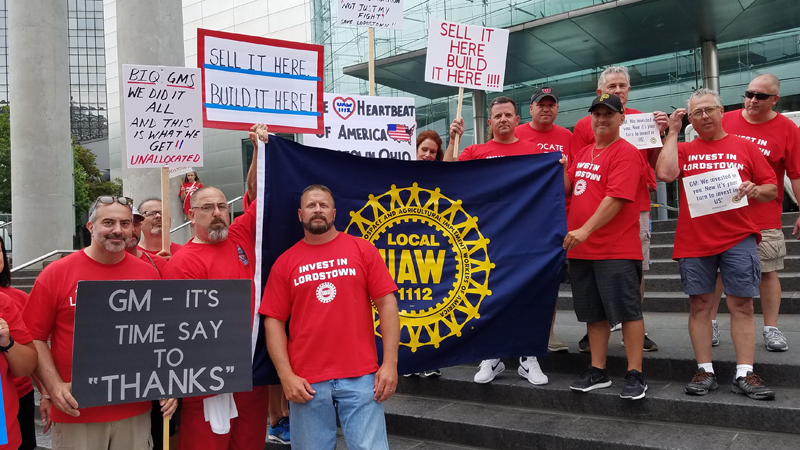 Lordstown auto workers rally in Detroit as UAW contract talks open