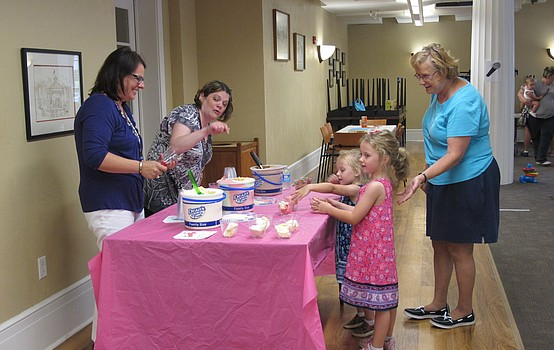 Library celebrates end of summer with ice cream