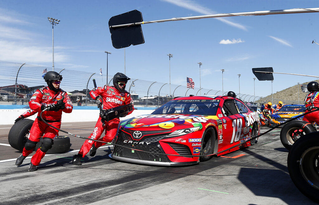 Kyle Busch wins Cup Series race to complete weekend sweep in Arizona