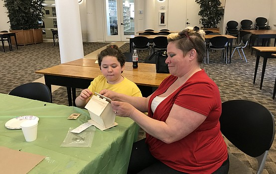 Spring craft at the Austintown library