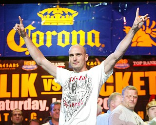 Kelly Pavlik Gary Lockett weigh in Atlantic City June 6, 2008.