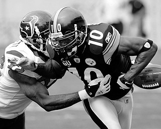 LOOSE: Houston Texans cornerback Fred Bennett, left, knocks the ball loose from Pittsburgh Steelers wide receiver Santonio Holmes in the first half of Sunday's game at Heinz Field in Pittsburgh. The fumble went out of bounds with the Steelers retaining possession.