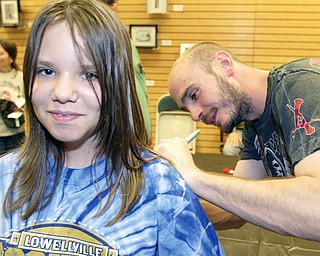 """LUCKY LADY:  Lauren Zetts, 10, of Campbell has her shirt autographed by middleweight boxing champion Kelly """"The Ghost"""" Pavlik at a signing for his biography. Pavlik and the book's co-authors, David Lee Morgan and Greg Gulas, were on hand at the Boardman Barnes & Noble on Friday for the signing."""