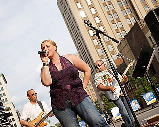 """Danielle Arnold of McDonald front lines singing for Tie 1 On at West Federal Plaza for """"Rally in the Valley""""  Sunday June 14, 2009Lisa-Ann Ishihara"""