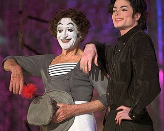 "FILE - In this Dec. 4, 1995 file photo, pop star Michael Jackson, right, poses with French pantomime artist Marcel Marceau in New York during a rehearsal for Jackson's HBO television special ""Michael Jackson: One Night Only."" Jackson, 50, died in Los Angeles on Thursday, June 25, 2009. (AP Photo/Kathy Willens, file)"