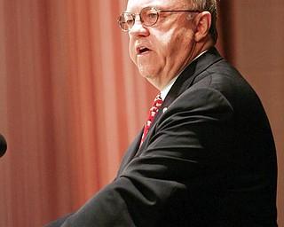 "SWEET SPEECH:  Youngstown State University President David Sweets delivers his final ""State of the University"" speech to an audience comprised of faculty, staff and students Monday. Sweet, who has been in the position for the past 10 years, will retire at the end of the academic year in June 2010."