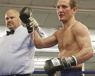 Billy Lyell defeats Chris Gray in a 8 round bout in Niles, OH Oct. 17, 2009.