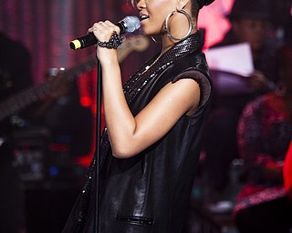 """In this image released by Hope for Haiti Now, Rihanna performs at """"Hope for Haiti Now: A Global Benefit for Earthquake Relief"""", Friday, Jan. 22, 2010 in London. (AP Photo/MJ Kim/Hope For Haiti Now)"""