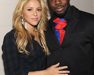"""In this image released by Hope for Haiti Now, Shakira, left, and Wyclef Jean pose backstage at """"Hope for Haiti Now: A Global Benefit for Earthquake Relief"""", on Friday, Jan. 22, 2010, in New York. (AP Photo/Evan Agostini/Hope for Haiti Now)"""