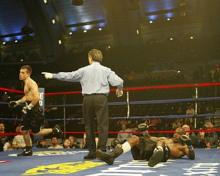 William D. Lewis| The Vindicator  Chris Hazimahalis goes to nietral corner after knocling down  Ramon ellis