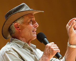 Geoffrey Hauschild|The Vindicator.Jack Hanna during a performance by the Youngstown Symphony in conjunction with Jack Hanna at the DeYor performing Arts Center on Sunday afternoon.