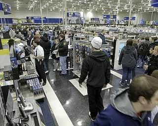William D. Lewis|The Vindicator A large crowd qued up outside the Boardman Best Buy at 5am Friday to get Black Friday bargins.Inside shopper hunt for bargins.