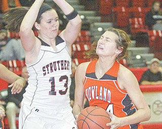 Taylor Williams of Howland drives around Struthers' Hannah Dubec during first quarter action Monday at Struthers.