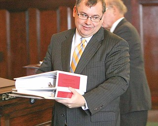 Marion H. Little Jr., an attorney for The Vindicator and WFMJ-TV, holds two notebooks of evidence during a Monday hearing. The newspaper and TV station objected to a judge's decision to have documents in the Oakhill criminal case screened by him before making all or parts of them public.