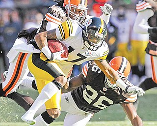 Pittsburgh Steelers wide receiver Mike Wallace (17) runs the ball against the Cleveland Browns in an NFL football game Sunday, Jan. 2, 2011, in Cleveland.