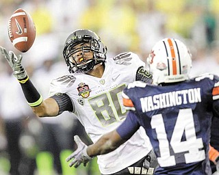 Oregon's Lavasier Tuinei (80) reaches out to make a catch as Auburn's Demond Washington, right, defends during the second half of the BCS National Championship NCAA college football game Monday, Jan. 10, 2011, in Glendale, Ariz.