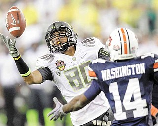 Oregon's Lavasier Tuinei (80) reaches out to make a catch as Auburn's Demond Washington, right, defends during the second half of the BCS National Championship NCAA college football game Monday, Jan. 10, 2011, in Glendale, Ariz.  (AP Photo/Matt York)