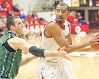 YSU's Damian Eargle passes around Green Bay's Daniel Turner during first half action Thursday.