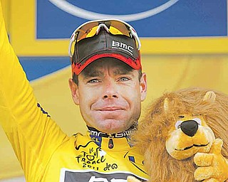 New overall leader Cadel Evans of Australia greets spectators on the podium of the 20th stage of the Tour de France cycling race, an individual time trial over 42.5 kilometers (26.4 miles) starting and finishing in Grenoble, Alps region, France (Foto vom 23.07.11). (zu dapd-Text) Foto: Christophe Ena/AP/dapd