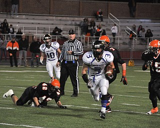 YCA #3 RB Anythony Abeid scrambles away from Shadyside defenders #42 Brooks Ramsey, #15 Mason Gulash .