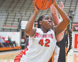 Youngstown State's Brandi Brown (42) drives past Valparaiso's Gina Lange (31) during the second half of