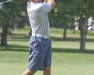 William d Lewis The Vindicator  Jim Perry makes an approach shot Sat at Tippe.
