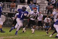 IMG 3575: Darnell Tate (1) of Hubbard outruns Tommy Kimbrough (6) of Struthers through an opening in the center of the field during the second halfÊof Friday nights matchup at Hubbard High School. ÊDustin Livesay Ê| ÊThe Vindicator Ê9/21/12 ÊHubbard, Ohio