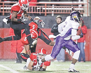 UNI's Terrell Sinkfield breaks away from YSU defenders Donald D'Alesio (8), Jeremey Edwards (5) and Julius Childs for a first-quarter touchdown during last weekend's game at Stambaugh Stadium. The Penguins will spend their open date working on defensive fundamentals.
