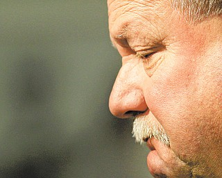 Former Cleveland Browns president Mike Holmgren is leaving the team immediately rather than stay on as an adviser.