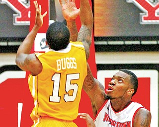 Youngstown State's Kamren Belin, right, blocks a shot by Valparaiso's Erik Buggs (15) during a recent game at Beeghly Center.