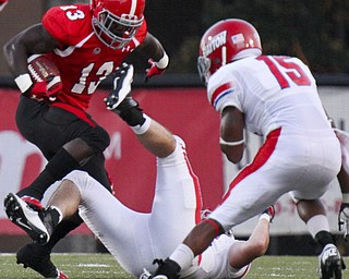 William D Lewis The Vindicator  YSU's Adaris Bellamy(13) scampers for yardage during 1rst half action agaisnt Dayton Thursday 8-28-13.