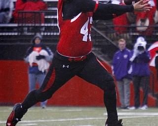 MADELYN P. HASTINGS | THE VINDICATOR..YSU's Nathan Gibbs (43) attempts to catch the ball during Youngstown's homecoming game against Western Illinois on October 19, 2013.... - -30-..