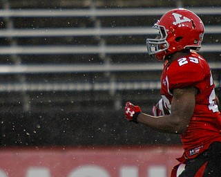 MADELYN P. HASTINGS | THE VINDICATOR..YSU's Martin Ruiz (29) runs through the rain with the ball for a touchdown during their homecoming game against Western Illinois on October 19, 2013..... - -30-..