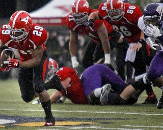 MADELYN P. HASTINGS | THE VINDICATOR..YSU's Martin Ruiz (29) runs with the ball for a touchdown during their homecoming game against Western Illinois on October 19, 2013.... - -30-..