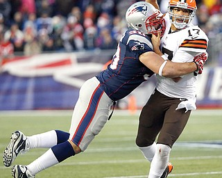 New England Patriots defensive end Rob Ninkovich (50) wraps up Cleveland Browns quarterback Jason Campbell in the fourth quarter of a game Sunday in Foxborough, Mass. The Patriots won 27-26.