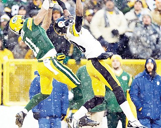 The Steelers' Cortez Allen breaks up a pass intended for the Packers' Jarrett Boykin during the first half of their NFL game Sunday in Green Bay, Wis. The Steelers held off the Packers to win 38-31 on a touchdown run by Le'Veon Bell with 1:25 to play.