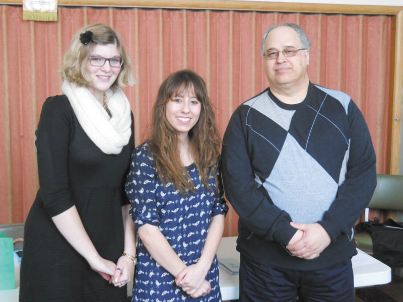 SPECIAL TO THE VINDICATOR Struthers High School graduates Kalea Hall, left, and Emmalee Torisk, reporters for The Vindicator, were guest speakers at the Jan. 21 meeting of the Struthers Rotary Club. Rotarian Tom Baringer is on the right.