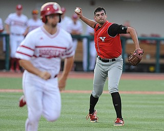 BLOOMINGTON, INDIANA - MAY 30, 2014: Pitcher Anthony Konders #33 of Youngstown State throws the ball to first base to get out base runner Sam Travis #6 of Indiana during Friday nights regional tournament game against Indiana University. (Photo by David Dermer/Youngstown Vindicator)