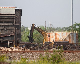 ROBERT K. YOSAY  | THE VINDICATOR..RG  Steel in Warren on Pine Ave is almost down to one last building as MCM Demoliton of Kentucky has been taking down building after building.....                    -30-       ROBERT K. YOSAY  | THE VINDICATOR......                    -30-