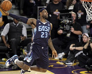 Eastern Conference's LeBron James, of the Cleveland Cavaliers, attempts a dunk during the NBA All-Star basketball game Sunday, Feb. 15, 2009, in Phoenix. The Western Conference won 146-119. (AP Photo/Matt Slocum)
