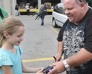 william D. Lewis The Vindicator  Fat and Furious cast member Chuck Kountz signs an autograph for Alyssa Cervone, 10, of Berlin Center during a car show at Quaker Steak and Lube in Boardman.