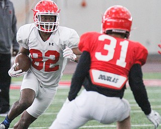 William D. Lewis The Vindicator YSU (82) carries the ball during 4-7-17 practice.