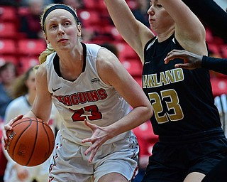 YOUNGSTOWN, OHIO - DECEMBER 30, 2017: Youngstown State's Sarah Cash goes to the basket against Oakland's Leah Somerfield during the second half of their game on Saturday afternoon at Beegley Center. Oakland won 58-48. DAVID DERMER | THE VINDICATOR