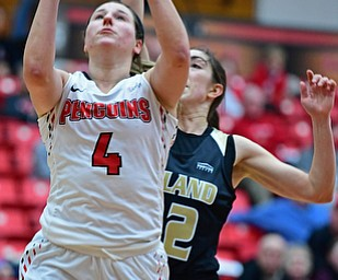 YOUNGSTOWN, OHIO - DECEMBER 30, 2017: Youngstown State's Nikki Arbanas goes to the basket against Oakland's Taylor Gleason during the second half of their game on Saturday afternoon at Beegley Center. Oakland won 58-48. DAVID DERMER | THE VINDICATOR