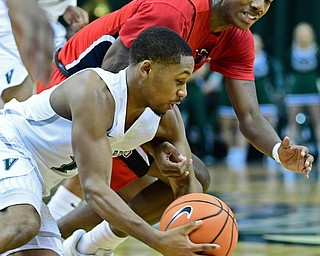 YOUNGSTOWN, OHIO - JANUARY 1, 2018: Cleveland State's Kasheem Thomas takes the ball away from Youngstown State's Braun Hartfield during the first half of their game on Saturday afternoon at the Wolstein Center. Youngstown State won 80-77. DAVID DERMER | THE VINDICATOR