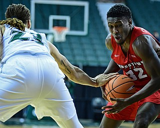 YOUNGSTOWN, OHIO - JANUARY 1, 2018: Youngstown State's Garrett Covington drives to the basket while Cleveland State's Jamarcus Hairston slaps at the ball during the second half of their game on Saturday afternoon at the Wolstein Center. Youngstown State won 80-77. DAVID DERMER | THE VINDICATOR