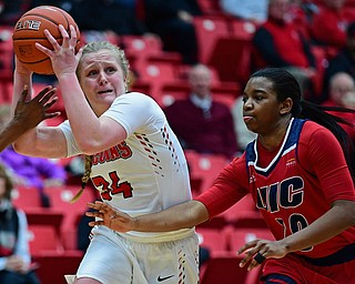 YOUNGSTOWN, OHIO - JANUARY 4, 2017: Youngstown State's McKenah Peters drives on Illinois-Chicago's Tia Tedford during the second half of their game, Thursday night at Beeghly Center. 76-63. DAVID DERMER | THE VINDICATOR