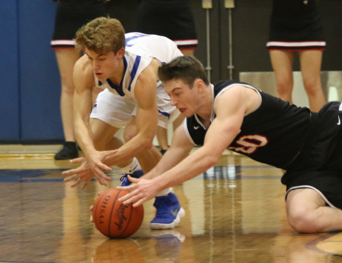 Ryan Leonard (20) of Struthers dives for a loose ball with Mike Diaz (2) of Poland during the second half of Thursday nights matchup at Poland High School.   Dustin Livesay  |  The Vindicator  1/4/18  Poland.