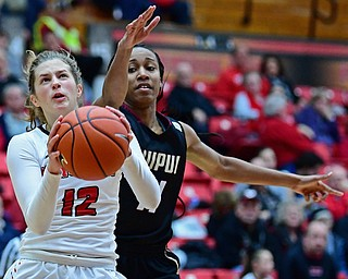 YOUNGSTOWN, OHIO - JANUARY 6, 2017: Youngstown State's Chelsea Olsen looks to the basket after getting behind IUPUI's Tamya Simms during the second half of their game, Saturday afternoon at Beeghly Center. IUPUI won 65-43. DAVID DERMER | THE VINDICATOR